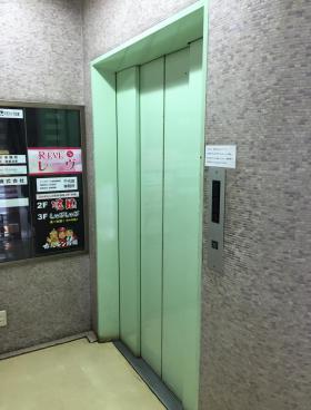京三会館ビルの内装