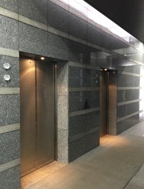 鈴与浜松町ビルの内装