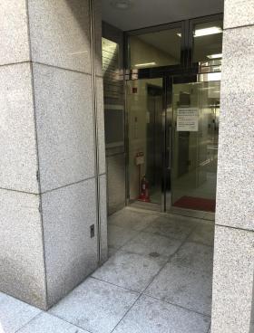 NET1三田ビルのエントランス
