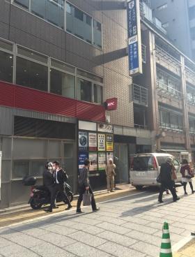 ラウンドクロス西新宿ビルのエントランス