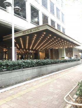 京王プラザホテル南館のエントランス