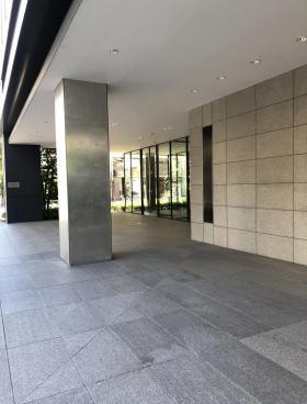 PMO芝公園ビルのエントランス