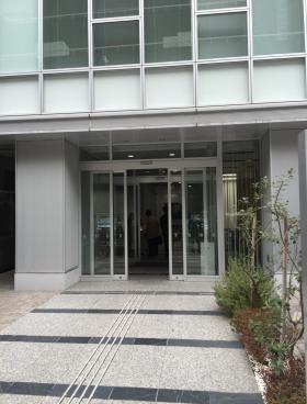 クロスオフィス渋谷メディオのエントランス