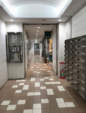 本八幡駅西口ビルの内装