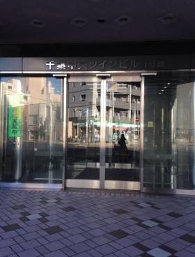 千葉中央ツイン1号館ビルのエントランス