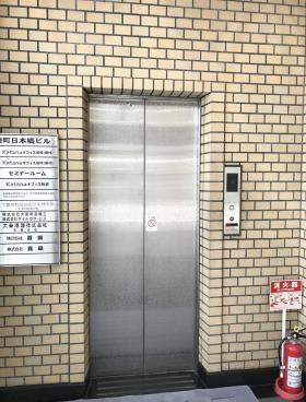 湊町日本橋ビルの内装