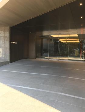 KY麹町ビルのエントランス