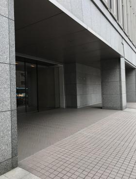 代田橋ビルのエントランス