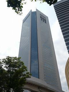 東京オペラシティビルの外観