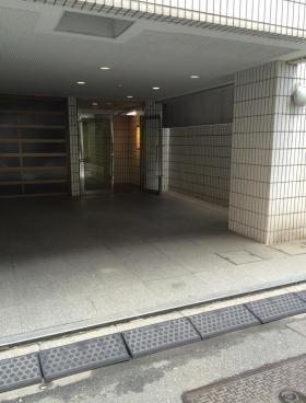 岩本町喜多ビルのエントランス