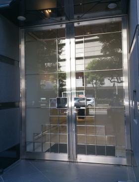 東栄ビルのエントランス