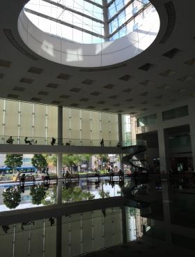 ソリッドスクエアの内装