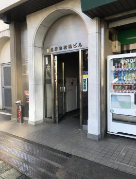 北新宿君嶋ビルのエントランス