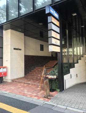 飯田橋ハイタウンビルのエントランス