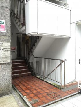神田小川町ビルのエントランス