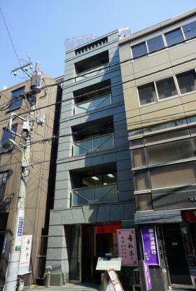 坂根八重洲ビルの外観写真