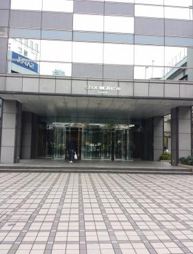 KDX横浜(旧アーバンスクエア横浜)ビルのエントランス