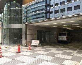 横浜HSビルのエントランス