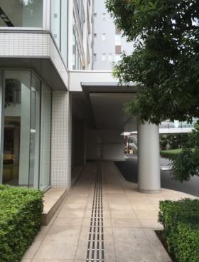東京タイムズタワーのエントランス