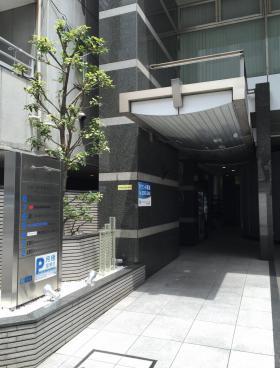 フォレスト秋葉原(旧東京都市開発岩本町)ビルのエントランス