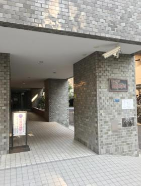 ニューライフ西早稲田ビルのエントランス
