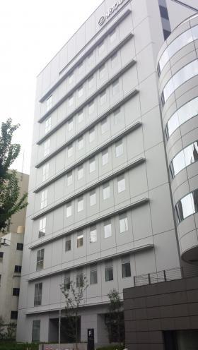 東光電気工事ビルのエントランス