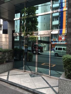ユニゾ北上野二丁目(旧UCJ上野)ビルのエントランス