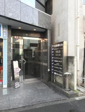 TVB曙橋ビルのエントランス