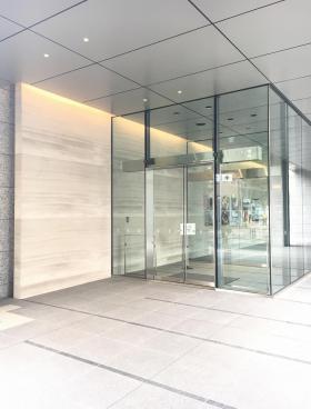 アグリスクエア新宿ビルのエントランス