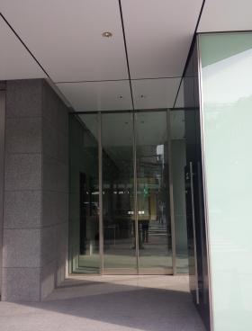 PMO日本橋三越前ビルのエントランス