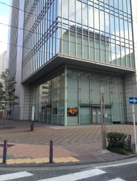 横浜メディア・ビジネスセンターのエントランス