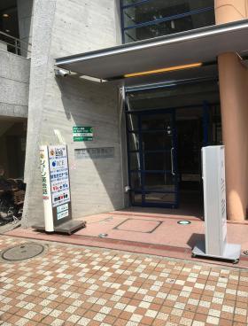 国立東加賀屋ビルのエントランス