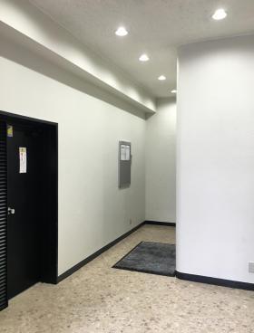 築地ニイクラビルの内装