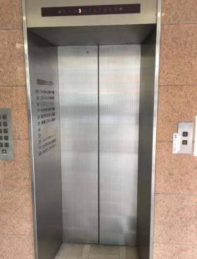 西五反田サインタワーのエントランス
