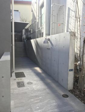 元代々木共同住宅(仮称ビルのエントランス