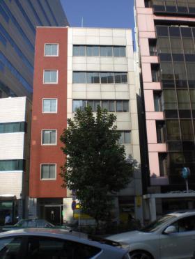 新居ビルの外観写真
