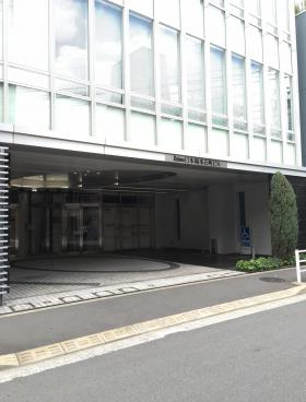 Daiwa日本橋本石町ビルのエントランス