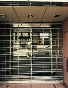 第1富澤ビルのエントランス