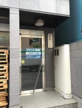 お茶の水永岡ビルのエントランス
