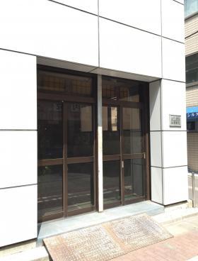 内山印刷ビルのエントランス