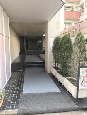 トーカン渋谷キャステールビルのエントランス