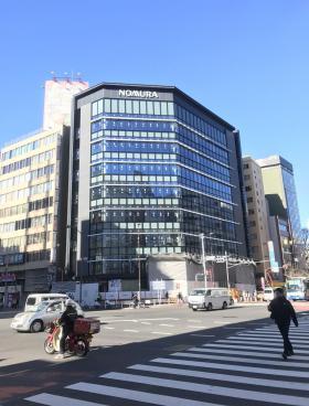 新宿野村證券ビルのエントランス