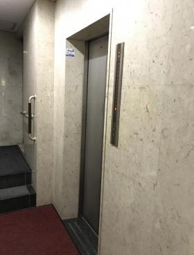 新宿スパイアビルの内装