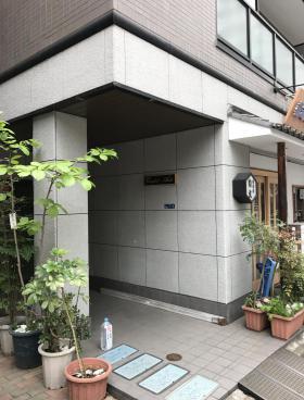 コンフォート青木ビルのエントランス