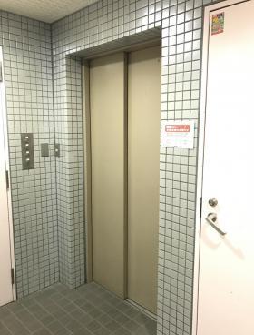 平成新富町ビルの内装