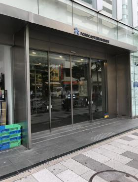 CROSS COOP新宿AVENUEビルのエントランス