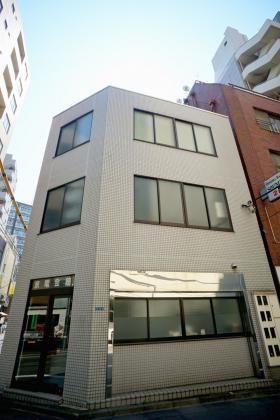 京電会館ビルの外観写真