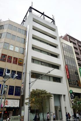クロスオフィス新宿ビルの外観写真