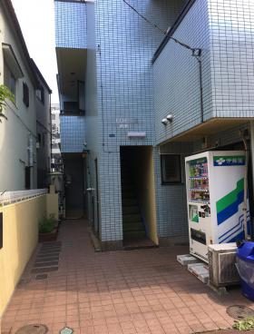 EDIFICE西新宿のエントランス
