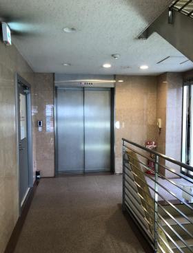 南千束山本ビルの内装